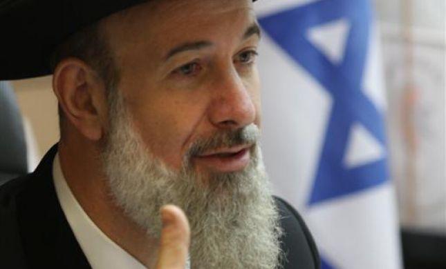 הרב מצגר: חיילים צריכים לצאת מהאולם בעת שירת נשים