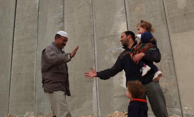 המשיח בפתח? פלסטינים ומתנחלים יפגינו נגד הגדר