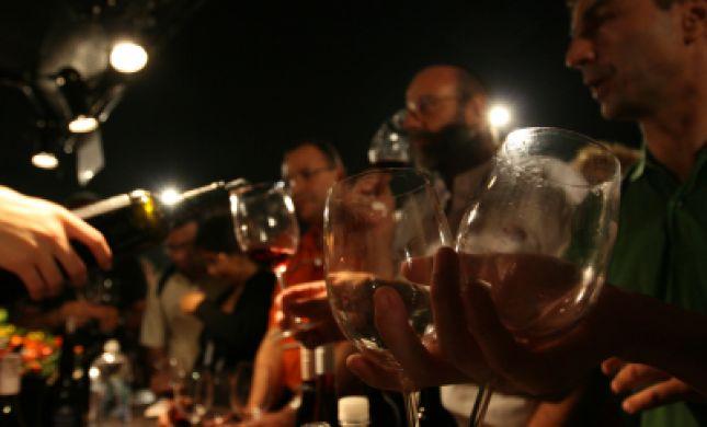 הרבנות הראשית מזהירה: מלונות יוקרה מגישים יין נסך