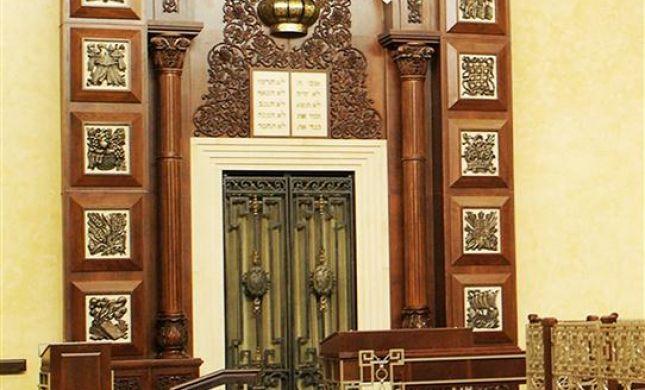 ארון קודש מפואר בסגנון הברון רוטשילד