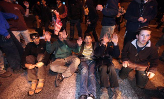 יום הזעם: מפגינים חוסמים את כביש שכם קלקיליה