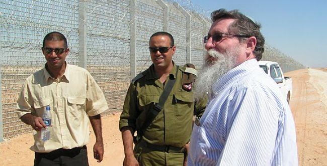 כצל'ה: רק בזכותי התחילו לבנות את הגדר בדרום