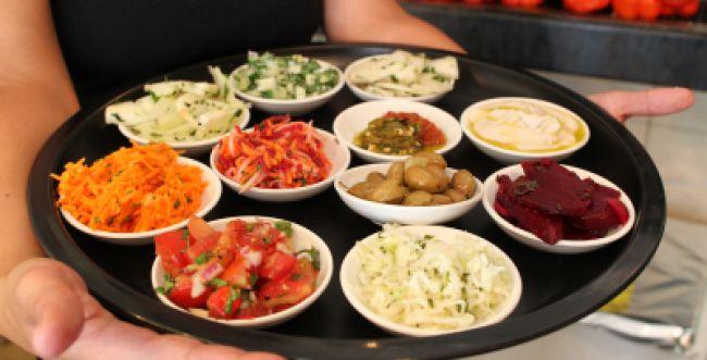 טיפים למתקשים לצום: מה כדאי לאכול בסעודה מפסקת