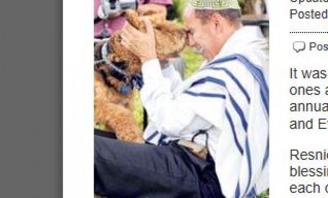 """דוג בלס יו: רב רפורמי בארה""""ב מברך כלבים"""