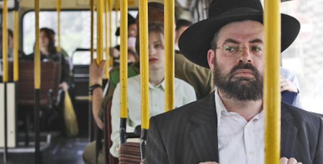 הרב שלזינגר: הנשים הן שביקשו את ההפרדה באוטובוסים