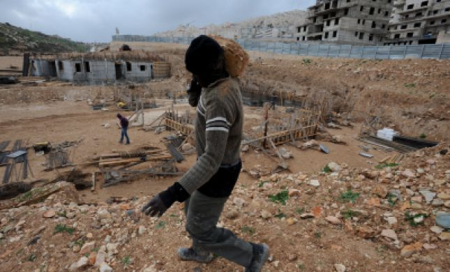 בית הספר מושבת: פועלים ערבים מטרידים את הילדות