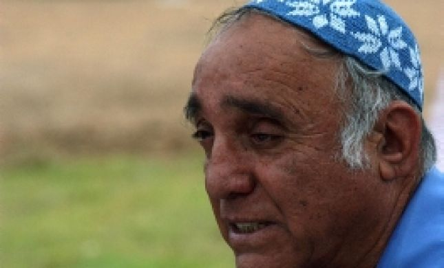נמאס לו: אבא של גלעד מקים מחדש את אוהל המחאה