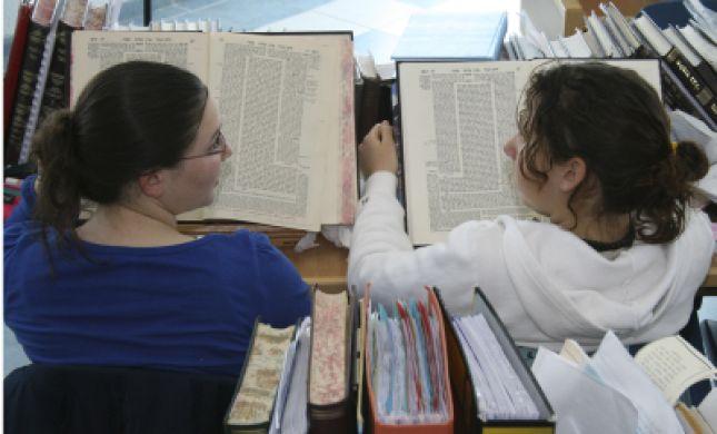 הדף היומי עם רות קלגרון: אסתר ניצחה גם את הסנהדרין