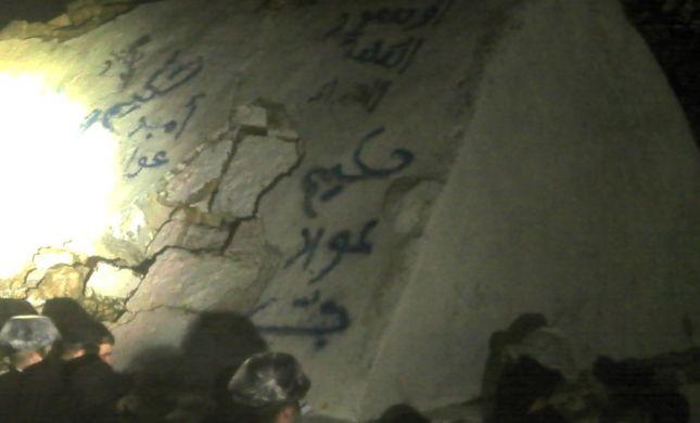קבר אלעזר חולל בכתובות בשבח רוצח משפחת פוגל