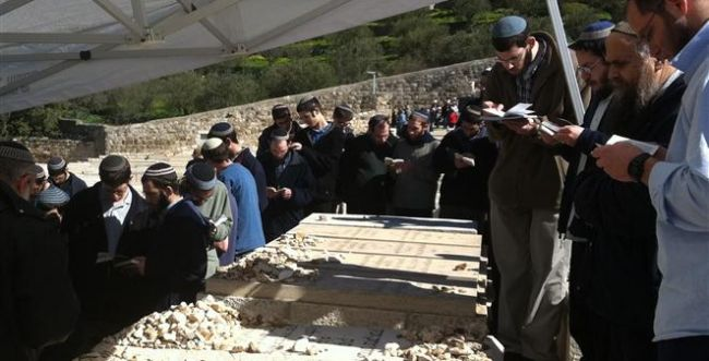 """30 שנה: מאות עלו לציון קברו של הרב צבי יהודה קוק זצ""""ל"""