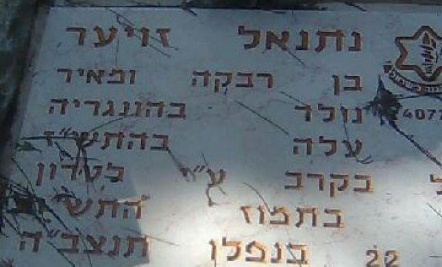 רק 63 שנה אחרי נפילתו הונחה המצבה הנכונה על הקבר
