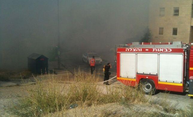 שריפה במתחם בתי כנסת; החובשים חילצו את ספרי התורה