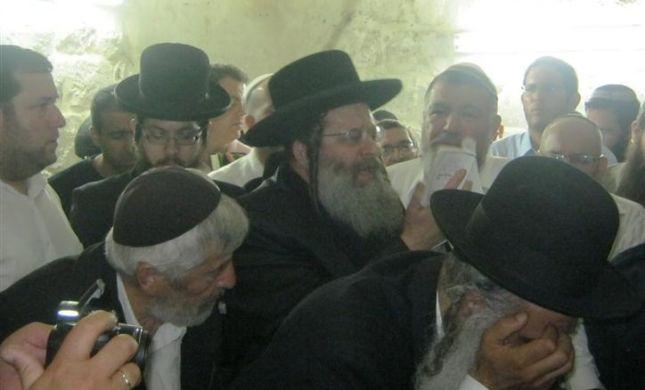 אלפי מתפללים בליל 'יסוד שביסוד' בקבר יוסף