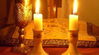 הלכה ומנהג, יהדות רלוונטי: הלכות יום טוב שחל להיות במוצאי שבת