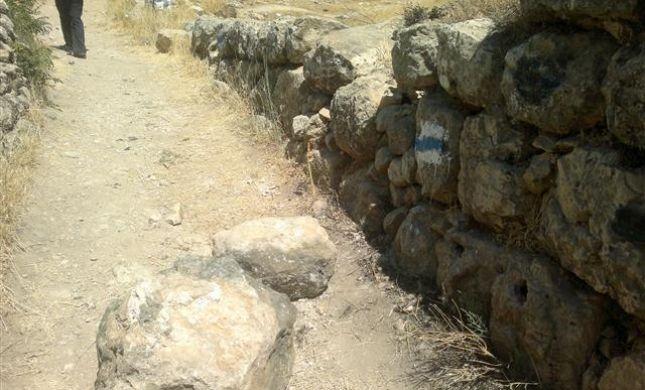 פלסטינים שוב פגעו בצורה חמורה בעתיקות תל חברון
