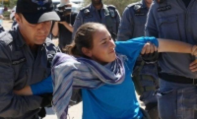 """פינוי מגרון: כוחות יס""""מ מגרשים את הנערים המתבצרים"""