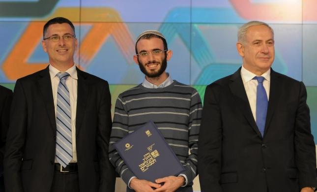 """רפאל מיוחס מישראל הוא חתן התנ""""ך הבינלאומי למבוגרים"""