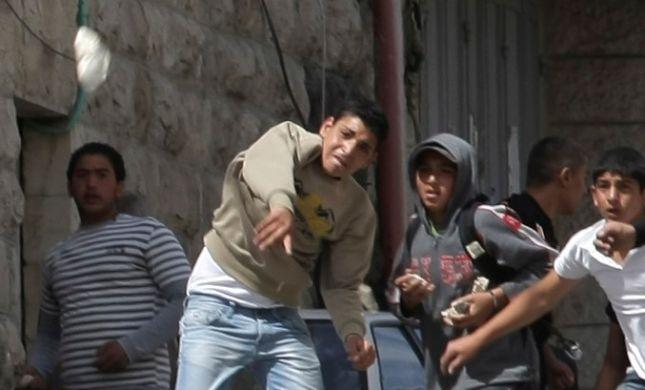 ערבים תקפו באבנים את צעדת חג החנוכה בעיר לוד