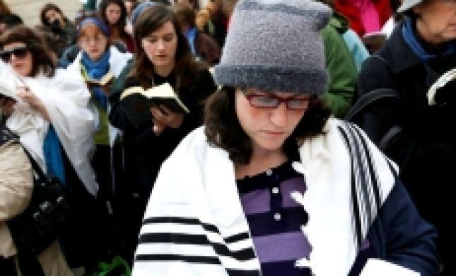הרב מלמד מתיר לנשים לקרוא מגילה אך מוסיף אזהרה
