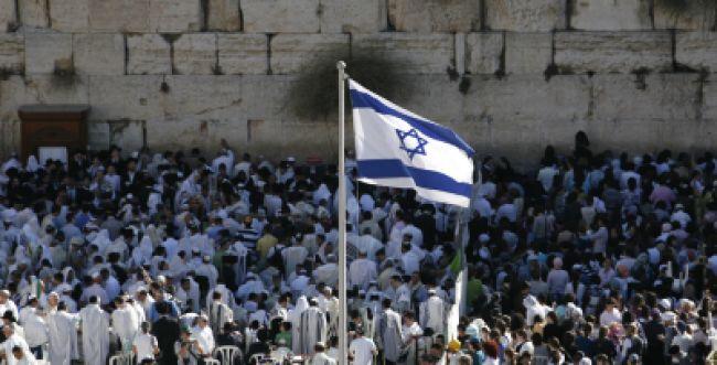 צפו: 'התקווה' בהנפת הדגל בפתיחת יום העצמאות בכותל