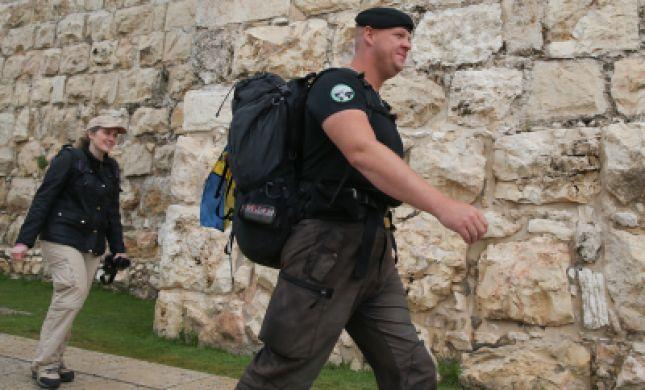 """עלה ברגל: צעד 5,000 ק""""מ משוודיה לירושלים"""