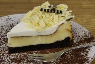שתי עוגות גבינה לחג: שוקולד וגבינה ותפוחים