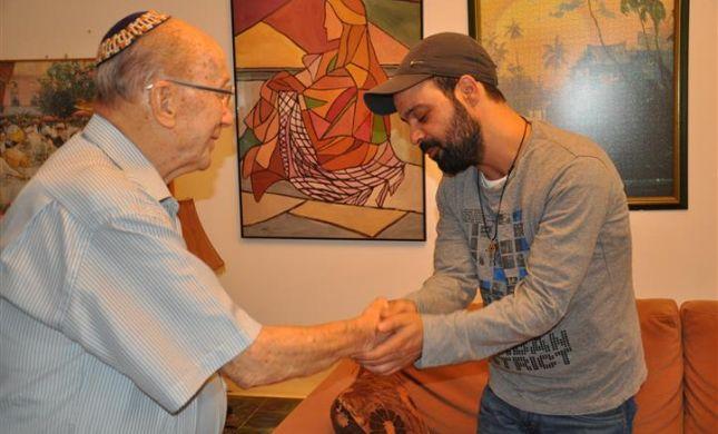 חוזר לאמא: עמיר בניון מחיה סיפור בן 84 שנים