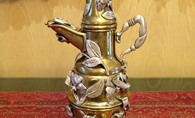 מדהים: מעגל השנה היהודי מוחבא בתוך קנקן תה