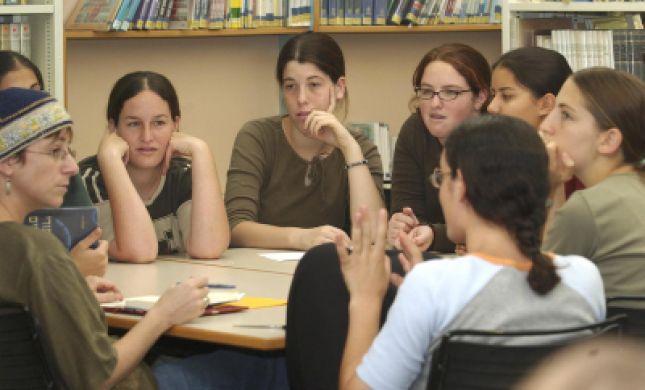 הבית היהודי מקים מוקד שכר לימוד להורים