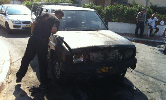 הוצת רכבו של פעיל הבית היהודי בחדרה