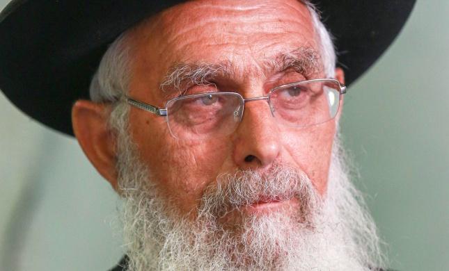 הרב אריאל: דתי שמסמס בשבת, הוא לא דתי ולא נורמלי