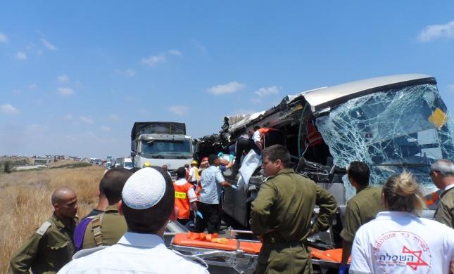 תאונה: תאונה קשה: עשרות נפגעים בתאונה בכביש 6
