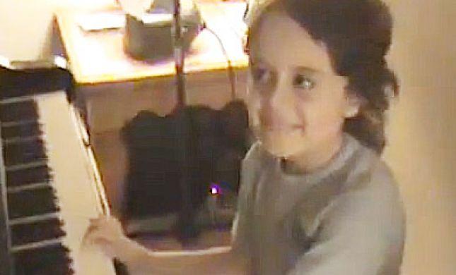 צפו: גאון מוסיקלי בן 5 מדהים בנגינה על פסנתר
