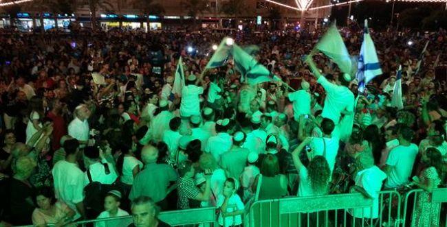 ימות המשיח: כחמשת אלפים רוקדים בהקפות שניות בכיכר רבין בתל אביב