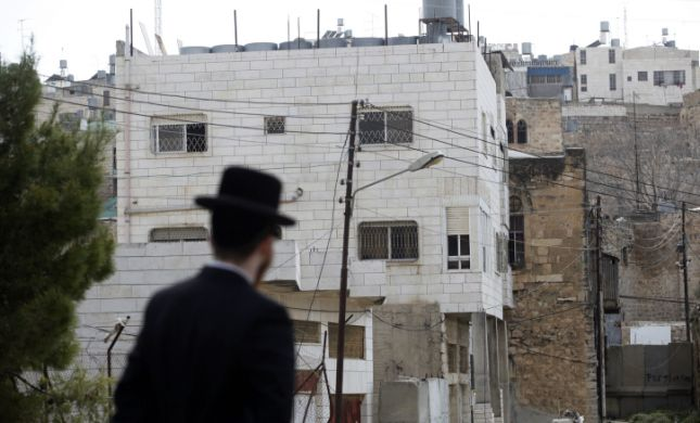 דיון במשרד הביטחון: לקדם כניסת יהודים לבית המכפלה