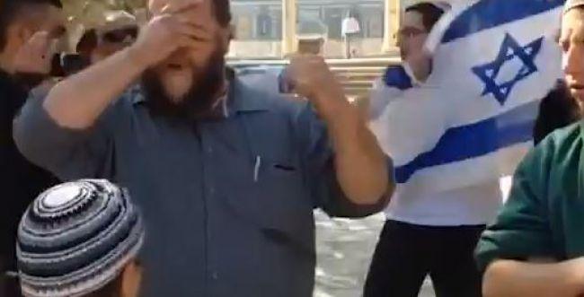 צפו: יהודים אומרים 'שמע ישראל' בהר הבית ונעצרים
