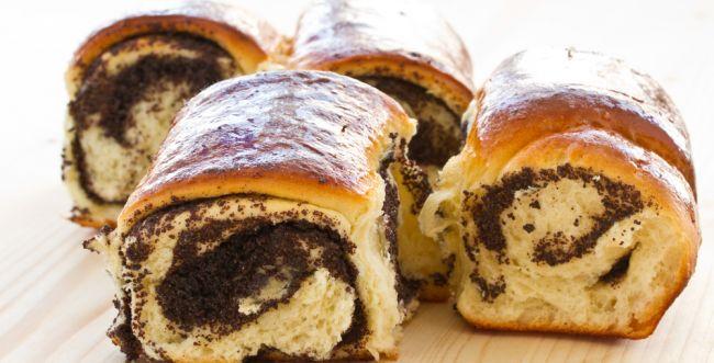 הפתעה ליד הקפה: עוגת שמרים ופרג