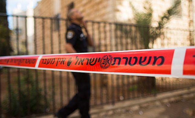כמעט אסון: זרקה את בנה מהחלון וקפצה