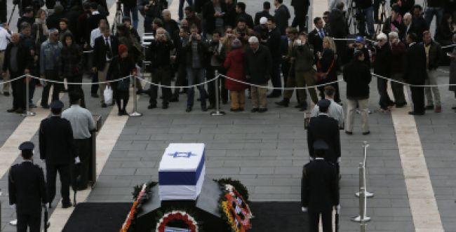 אכזבה: רק אלפים בודדים הגיעו לחלוק כבוד לאריאל שרון
