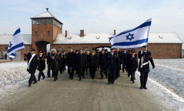 """בתפילה ובהדלקת נרות נשמה צוין טקס יום השואה הבנ""""ל באושוויץ"""