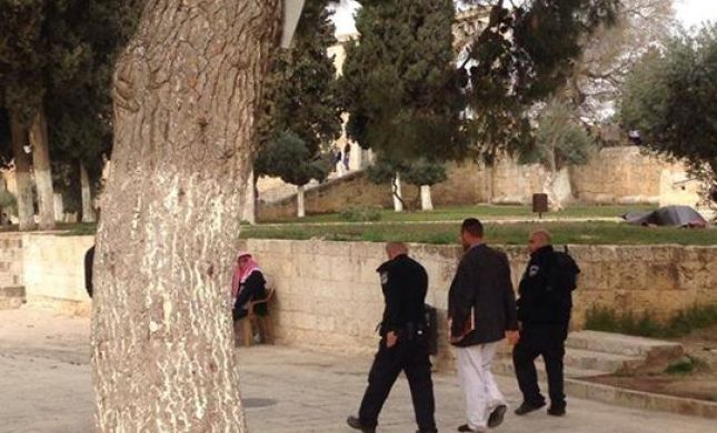 צפו: יהודה גליק נעצר בהר הבית לאחר שצילם מוסלמי מקלל אותו