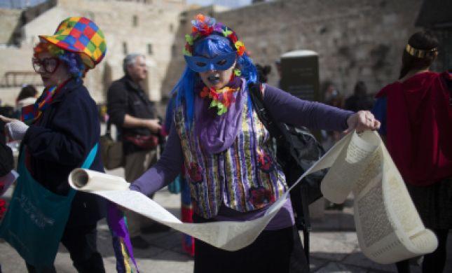 בלעדי לסרוגים: הלכות קריאת מגילה לנשים פמיניסטיות
