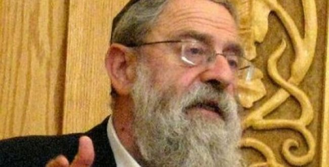 """הרב שלזינגר נגד הרב שטרן: """"הוא לא מתאים לתפקיד"""""""