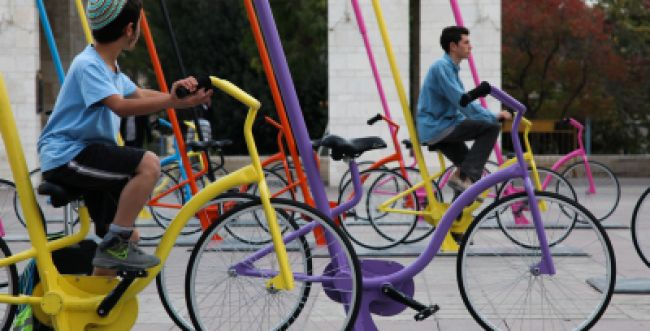 """שו""""ת סמס: למה אסור לרכב על אופניים בשבת?"""
