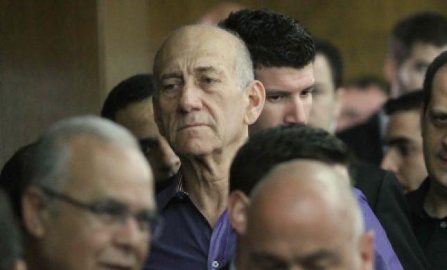 אולמרט נחקר כעת במשטרה: שולה זקן הקליטה אותו 4 שנים