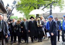 הנצחון: ספר התורה נכתב באושוויץ ויוכנס לכותל ביום העצמאות