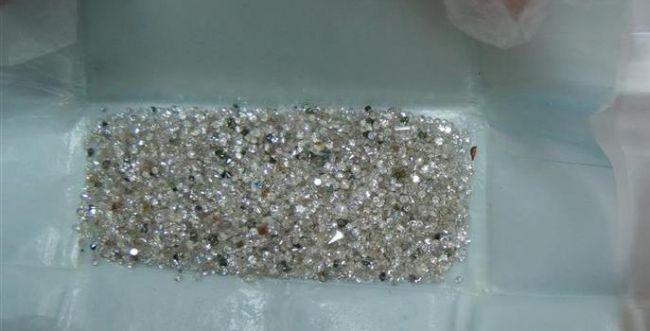 תייר הודי נתפס כשבתחתוניו מאות יהלומים שהוברחו מירדן