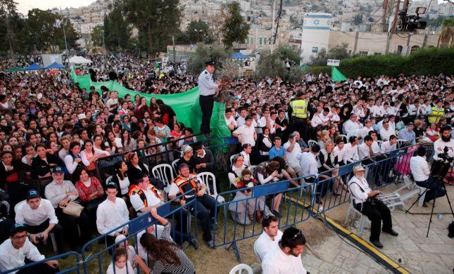 """""""לא נכנעים ולא בורחים"""": אלפי חוגגים הגיעו לחברון"""