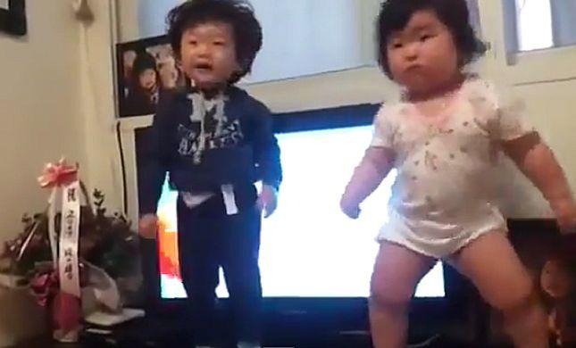 רקדנית מלידה: התינוקת הקוריאנית שהדהימה את הרשת