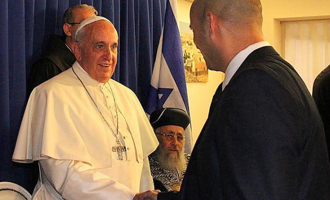 """בנט פגש את האפיפיור: """"יש לו עיניים טובות"""""""